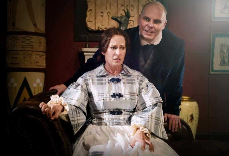 Schwester Kennedy und Dr. Winchester GLOW